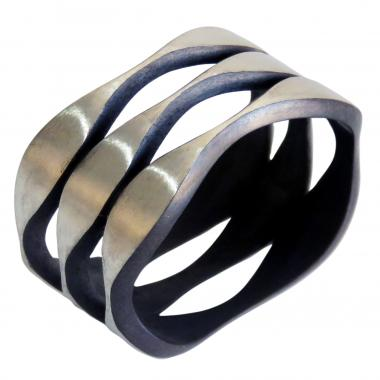 Oscillation Layering Ring